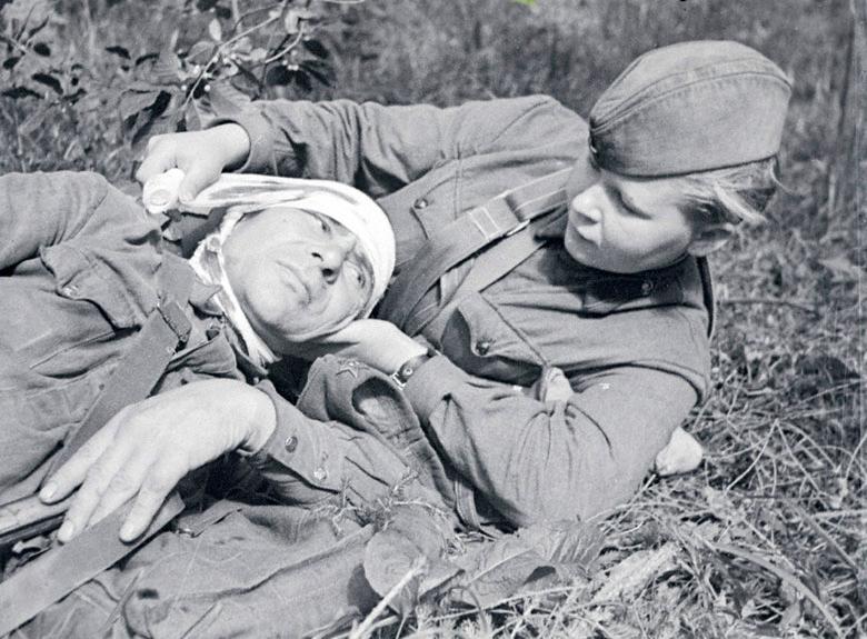 Картинки по запросу фотокадр раненный и медсестра