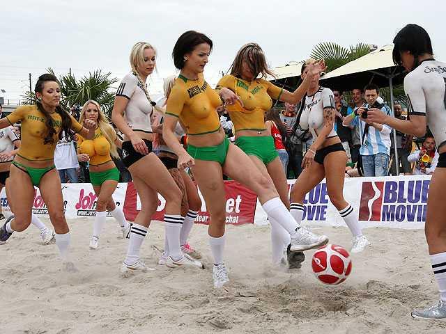 BlogStyle.ru. Голые девушки играют в футбол Фото 12. О сайте. Главная.