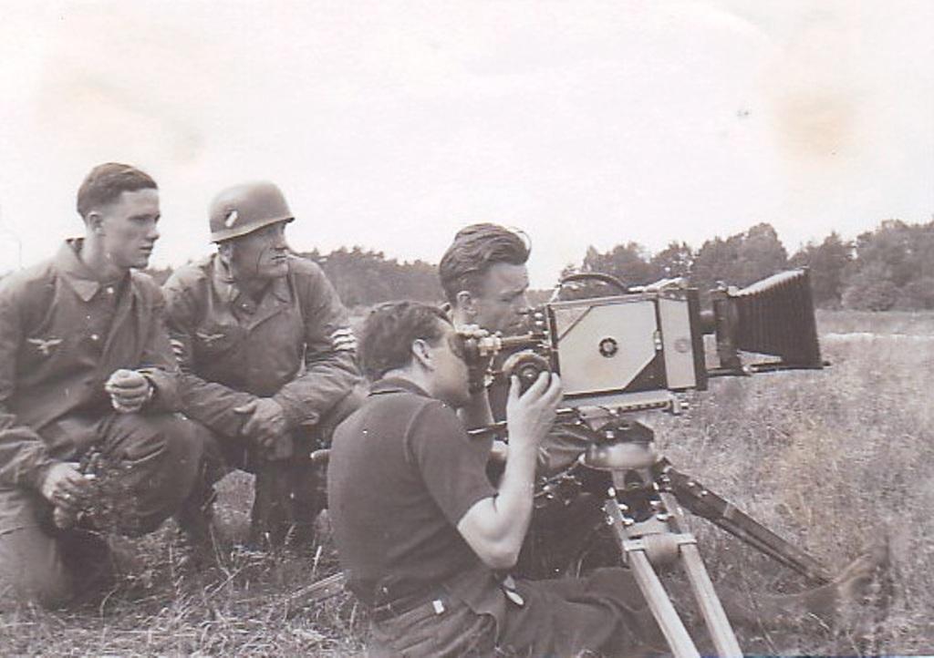 своего фотокорреспондент съемка военной техники вакансии собраны фотографии