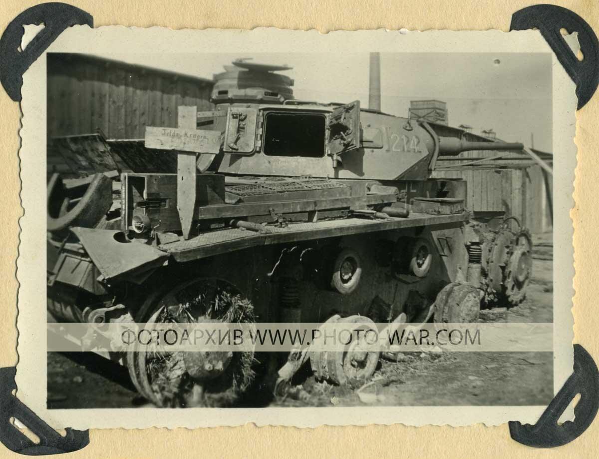 Справа, из района бреста, доносился шум боя, в то время как на фронте наступления 82-го полка складывалось