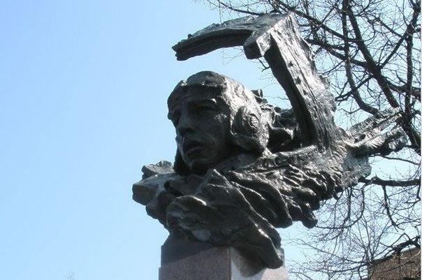 Памятник с крестом на просвет Терек Прямоугольный вертикальный памятник Октябрьск