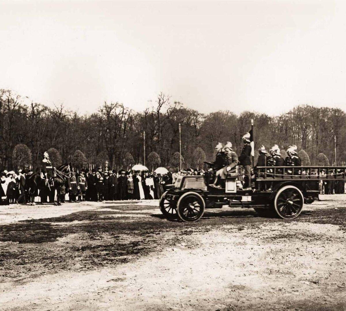 Парад частей Санкт-Петербургской Пожарной Команды на Марсовом поле. 1908 г.