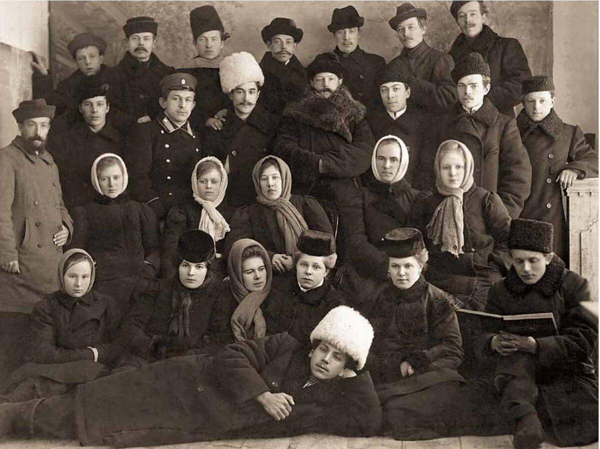 Члены Диево-Городищенской Пожарной Дружины - любители драматического искусства. 1909 г.