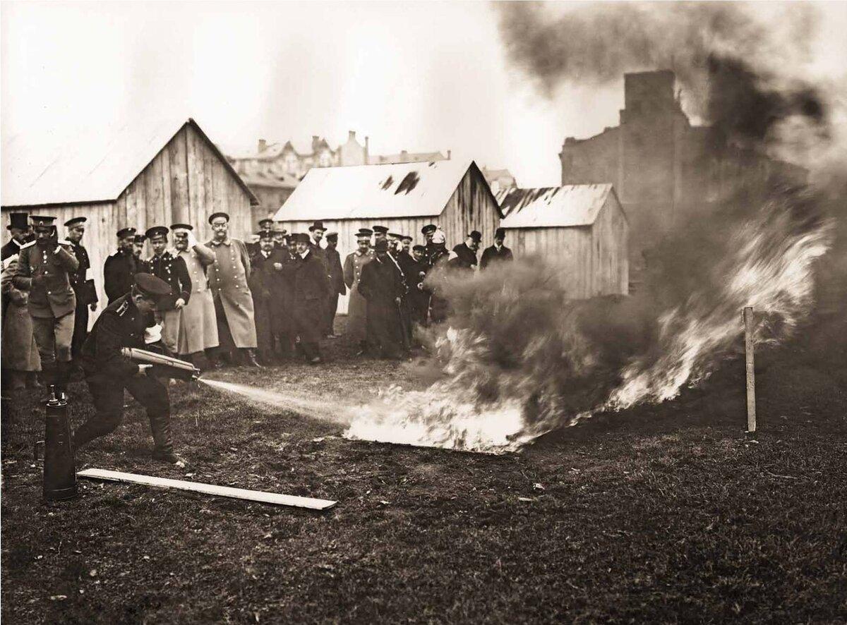 """Испытание огнетушителей. 1909 г. (""""огнегасителей"""")"""