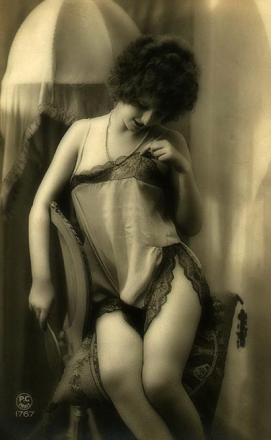 старинное черно белое эротическое фото что про